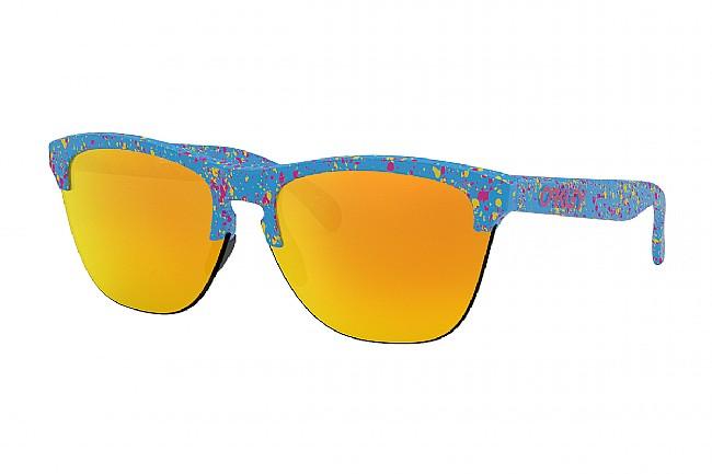 Oakley Frogskins Lite Sunglasses (Past Season Colors) Oakley Frogskins Lite Sunglasses (Past Season Colors)